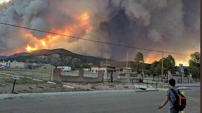 Incendios forestales en Nuevo Mexico, Colorado y California han consumido miles de acres