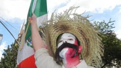 Las Vegas homenajea su lado latino con un desfile de color y ritmos mexicanos