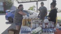 Una maestra de Lynwood recauda miles de dólares para ayudar a familias afectadas por la pandemia