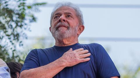 """""""No estoy por encima de la justicia"""": Lula se entrega para cumplir sentencia de 12 años en prisión"""