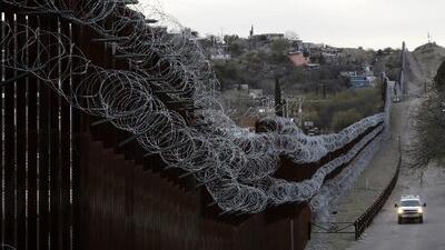 El dinero que pagan los migrantes a los coyotes podría estar terminando en manos de los cárteles de la droga