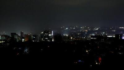 Venezuela continúa a oscuras por el gran apagón que parece interminable, mientras hay vidas en riesgo