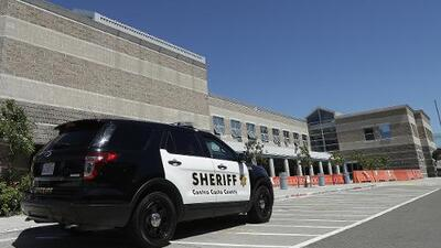 El condado Contra Costa dejará de cobrar ciertas tarifas judiciales a quienes salen de la cárcel