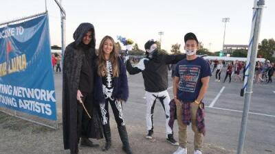 Mala Luna Crowd Gets Into The 'Dia De Los Muertos' Spirit