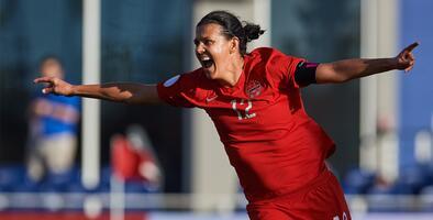 Christine Sinclair se convierte en la máxima goleadora de selecciones
