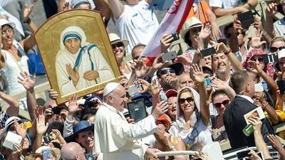 Mientras pierde seguidores, la Iglesia Católica dispara su producción de santos