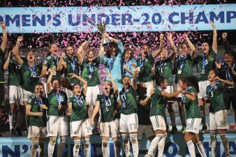 En fotos: Así fue el festejo y la premiación del histórico título del Tri Sub 20 femenil