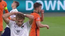 ¡No meten las manos! Italia apedrea la portería de Holanda con tijeras y fogonazos