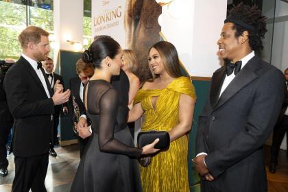 No tardaron mucho en llegar hasta donde estaban Beyoncé Knowles-Carter, quien puso voz a 'Nala', y su marido Jay-Z.