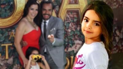 Aitana, la hija de Eugenio Derbez, posa como estrella y roba cámara a su papá en la alfombra de su nueva película