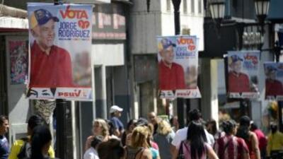 Instalan mesas para elecciones municipales en Venezuela