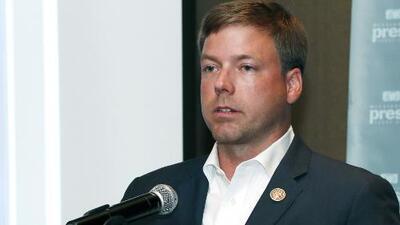 Este candidato republicano a gobernador le exige a reportera ir acompañada de un hombre para acceder a darle una entrevista
