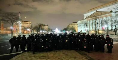 Policías de Miami Beach refuerzan la seguridad  en Washington durante la toma de posesión de Biden