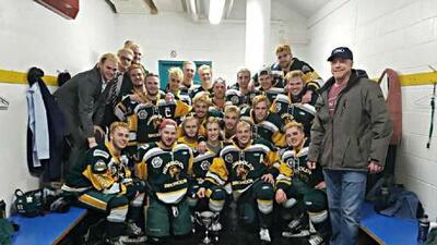 Luto en Canadá: Al menos 15 jóvenes jugadores de hockey fallecen en accidente vehicular
