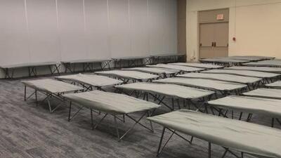 Dallas anuncia la apertura de albergues para proteger a cientos de personas del frío que se avecina