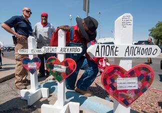 Gobernador de Texas sugiere 11 medidas para evitar la violencia armada en el estado