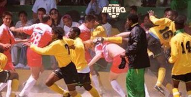 Futbol Retro   ¡Tremenda pelea! La campal Toros Neza vs. Jamaica