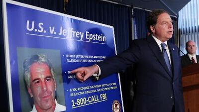 Documentos del caso contra Epstein por tráfico de menores salpican al exgobernador Bill Richardson y a George Mitchell
