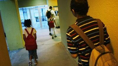 Más becas para familias de bajos recursos y bonos a maestros, entre las nuevas leyes aprobadas por congresistas de Florida