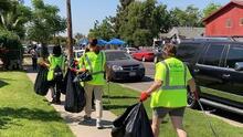 Casi 70 voluntarios sacan 850 libras de basura de las calles de Fresno