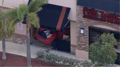 """""""Queremos saber la verdad"""": Familia de hispana muerta tras choque de un auto contra un restaurante en Florida"""