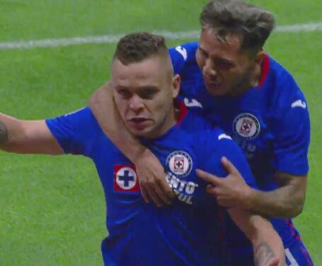 ¡Letal! 'Cabecita' Rodríguez marca el 2-1 para Cruz Azul