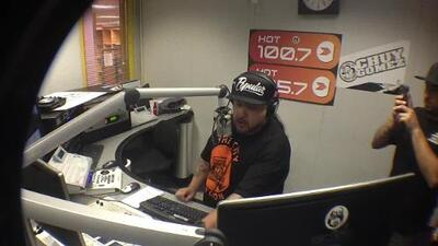 Chuy Gomez welcomes Mike Epps to the Hot 105.7 Studios!