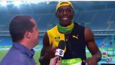 Usain Bolt festeja cantando 'One Love' de Bob Marley