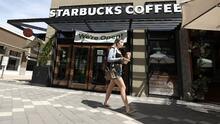 Una 'propina' de $29,500: el efecto bumerán de la queja en redes de una clienta de Starbucks a la que le pidieron usar mascarilla