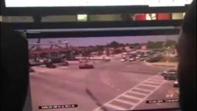 Un video muestra el instante en que el puente de peatones de Miami colapsa