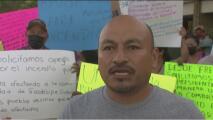 Inmigrantes oaxaqueños protestan en consulado mexicano por inoperancia de su gobierno en la contención de incendios