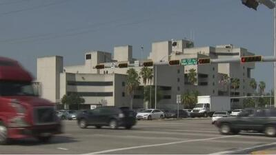 Autoridades buscan al conductor de un camión que atropelló mortalmente a un motociclista y huyó