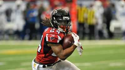 El corredor Devonta Freeman aprobó protocolo de conmociones y puede jugar con Falcons