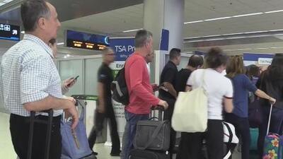 Decenas pasajeros con vuelos a Venezuela permanecen varados en Miami