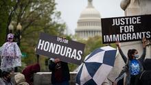 ¿Beneficiarios del TPS pueden solicitar la residencia en EEUU? Su futuro está en manos de la Corte Suprema