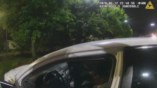 Revocan el despido del oficial de la Policía de Atlanta acusado del asesinato de Rayshard Brooks
