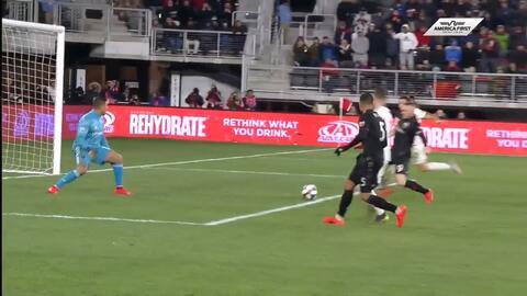 Wayne Rooney se desliza en el área y alcanza el 'Hat-Trick' ante Real Salt Lake