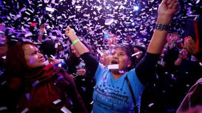 "La ""ola azul"" no llegó, pero los demócratas logran una victoria que le complica la vida a Trump"