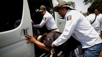 Redadas y retenes: entre las medidas de México para frenar a los migrantes centroamericanos que buscan llegar a EEUU