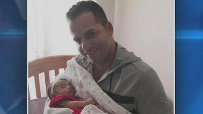 Después de una larga lucha, Yoelvis Gattorno recibe la custodia permanente de su bebé, cuya madre murió durante el parto