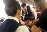 Hombre desata pánico en un vuelo a Sudán; pasajeros y la tripulación lo someten