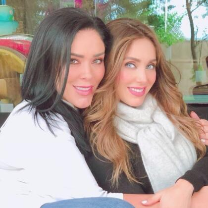 Anahí no estará sola en este proyecto. La acompañará su hermana Marichelo Puente, quien también lo anunció en sus redes sociales.