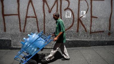 No gastar en el bus y comer solo lo que se puede pagar: así sortean los venezolanos la hiperinflación