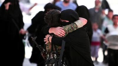 Sirios celebran la derrota de ISIS en Manbij