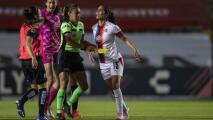 Jugadora de Chivas perdió la cabeza y lanzó patada 'llanera'