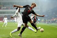 LEVERKUSEN, GERMANY - NOVEMBER 08: Tin Jedvaj of Bayer 04 Leverkusen clears from Stephen Pius Odey of FC Zurich during the UEFA Europa League Group A match between Bayer 04 Leverkusen and FC Zurich at BayArena on November 8, 2018 in Leverkusen, Germany. (Photo by Maja Hitij/Getty Images)