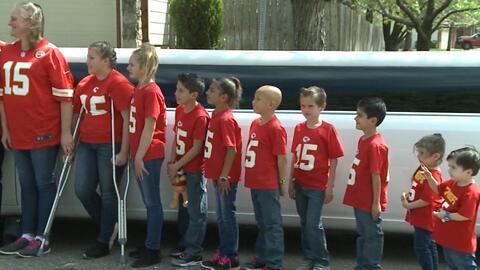 Familia numerosa: Una pareja que tenía diez hijos decidió adoptar a siete hermanos