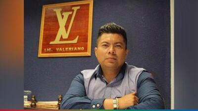 Conoce al Lic. Valeriano: un abogado del que todos se burlan por presumir el logo de LV en su nombre