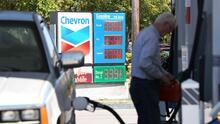 Frío extremo en Texas puede afectar los precios de la gasolina en California