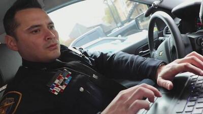 El hispano de Fort Worth que creció en un barrio de pandillas y drogas y ahora es un policía ejemplar